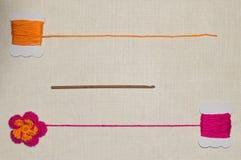 Flor del ganchillo en el fondo de lino Imagen de archivo libre de regalías