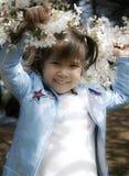 Flor del niño y de cereza Imagen de archivo libre de regalías