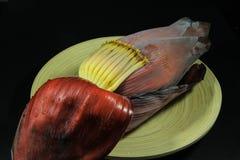 Flor del plátano en la placa Foto de archivo