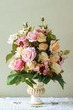 Flor del ramo en el florero Imágenes de archivo libres de regalías