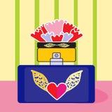 Flor del rojo de la botella de perfume de la fragancia Fotos de archivo libres de regalías