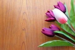 Flor en fondo de madera Foto de archivo libre de regalías