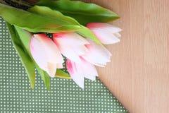 Flor en fondo de madera Fotos de archivo libres de regalías