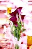 Flor en tabe de la boda Fotos de archivo