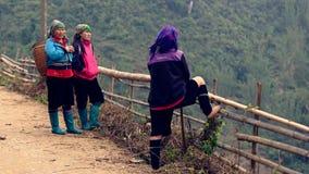 Flor Hmong e mulheres pretas de Hmong fotografia de stock