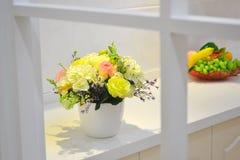 Flor na janela Fotografia de Stock Royalty Free