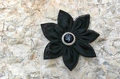 Flor negra de la tela del kanzashi Imagen de archivo libre de regalías