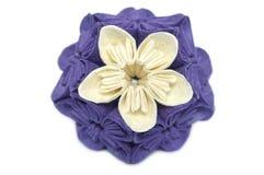 Flor púrpura y blanca del kusudama de la papiroflexia Foto de archivo
