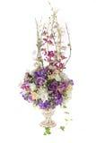 Flor plástica artificial da decoração com o vaso do projeto do vintage Fotografia de Stock Royalty Free