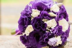 Flor, ramo, amor, día, tarjeta del día de San Valentín, boda, fondo, hymeneal, anillos, decoración, fotos de archivo libres de regalías