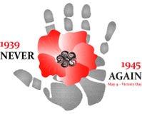 Flor roja de la amapola con la impresión de la mano 1939-1945 nunca otra vez 9 de mayo - día de la victoria Imagen de archivo