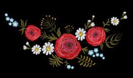 Flor roja del campo del buttercupherb del ranúnculo Postal de la vendimia Estampado de flores tradicional del bordado Ornamento b Fotografía de archivo