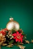 Flor roja y globo de oro Fotos de archivo libres de regalías