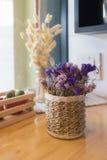 Flor secada no vaso, ramalhete de flores secadas no vaso Imagem de Stock Royalty Free