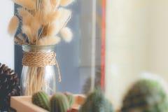 Flor secada no vaso, ramalhete de flores secadas no vaso Fotografia de Stock