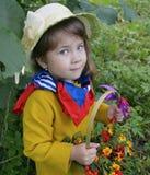 Flor superior da pessoa do verde da planta da árvore dos povos da grama da mola do retrato da beleza da infância da floresta pouc Fotos de Stock