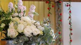 Flor & vela usadas para um funeral video estoque