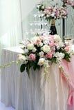 Flor y champán color de rosa hermosos Imágenes de archivo libres de regalías