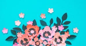 Flor y hojas del fondo de papel de la turquesa imagenes de archivo