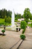 Flora e puttos del gruppo della fontana nel palazzo di Linderhof La Baviera, Germania Fotografia Stock