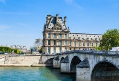 Flora pawilonu ot Pont i louvre Królewscy paris Obraz Royalty Free