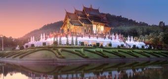 Flora Ratchaphruek Park real no por do sol Chiang Mai imagens de stock royalty free