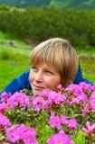 Floración del rododendro de la montaña Fotos de archivo libres de regalías