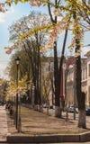 Floraciones de Sakura en la ciudad imagen de archivo