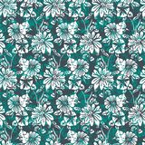 Floral άνευ ραφής σχέδιο με τα αφηρημένες φύλλα, τα λουλούδια, την πετούνια και τις μαργαρίτες στις σκιές πράσινος, άσπρος και μα απεικόνιση αποθεμάτων