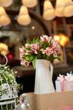 Floral γαμήλιο κεντρικό τεμάχιο Στοκ Εικόνες