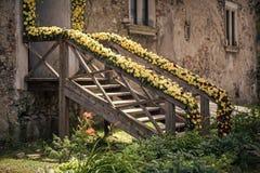 Floral διακόσμηση Μπροστινό μέρος με το ντεκόρ λουλουδιών Στοκ φωτογραφία με δικαίωμα ελεύθερης χρήσης