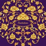 Floral διακοσμημένη κάρτα πρόσκλησης με την αντίκα, την ιώδη και χρυσή εκλεκτής ποιότητας διακόσμηση πολυτέλειας, βικτοριανό έμβλ Στοκ Φωτογραφίες