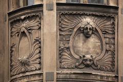 Floral διακοσμητική διακόσμηση στο κτήριο Nouveau τέχνης Στοκ Εικόνες