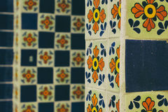 Floral διακοσμητικός τοίχος μωσαϊκών Στοκ φωτογραφία με δικαίωμα ελεύθερης χρήσης