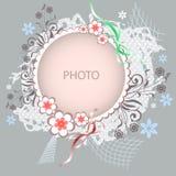 Floral διανυσματικό πλαίσιο στο γκρίζο υπόβαθρο ελεύθερη απεικόνιση δικαιώματος