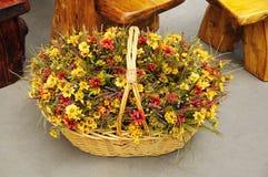 Floral καλάθι φθινοπώρου Στοκ Φωτογραφίες
