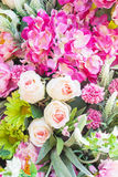 floral πρότυπο καρδιών λουλουδιών απελευθέρωσης πεταλούδων κίτρινο Υπόβαθρο από τα διάφορα λουλούδια Στοκ Φωτογραφία