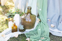 Floral ρύθμιση για να διακοσμήσει τη δεξίωση γάμου Λουλούδια, candl Στοκ Φωτογραφία