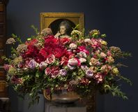 Floral ρύθμιση και ζωγραφική στις ανθοδέσμες στο exhibiti αρθ. 2018 Στοκ Φωτογραφία