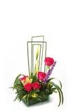 Floral ρύθμιση με τα κόκκινα τριαντάφυλλα στο δοχείο γυαλιού Στοκ Εικόνες