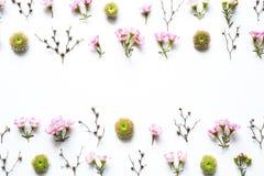 Floral ρύθμιση στο άσπρο υπόβαθρο Στοκ Εικόνες
