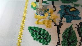 Floral σταυρός σχεδίων κεντητικής μηχανών κεντητικής, μακροεντολή φιλμ μικρού μήκους