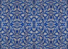 Floral σχέδιο στο ύφασμα, που επαναλαμβάνει τα τεμάχια Στοκ Εικόνες
