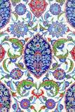 Floral διακόσμηση στα κεραμίδια Στοκ φωτογραφία με δικαίωμα ελεύθερης χρήσης