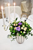 Floral arrangement on elegant dinner table Royalty Free Stock Photos