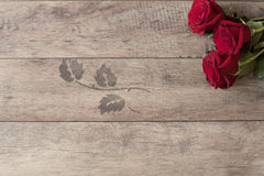 Floral frame with red roses on wooden background. Styled marketing photography. Copy space. Wedding, gift card Royalty Free Stock Images