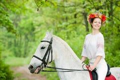 floral girl smiling wreath Στοκ φωτογραφία με δικαίωμα ελεύθερης χρήσης