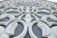 Floral χαράζοντας σχέδιο μοτίβου που γίνεται από GRC στην οικοδόμηση του εξωτερικού Στοκ Φωτογραφίες