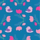 Floreale minuscolo di estate senza cuciture con il modello dell'uccello su fondo blu Fotografia Stock Libera da Diritti