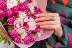 Florece el ramo con los tulipanes Fotos de archivo libres de regalías
